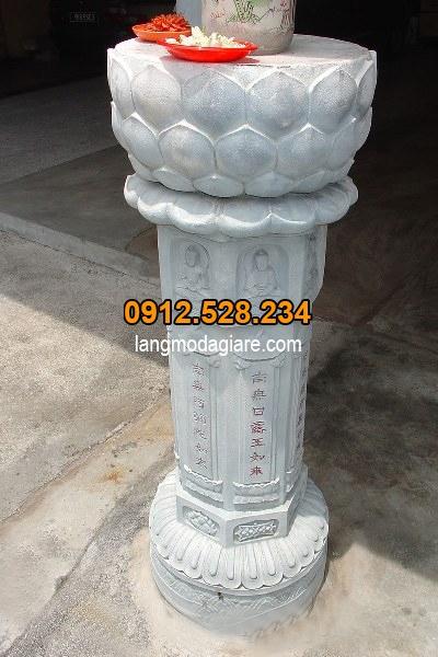 Mẫu cột đá đẹp được chạm khắc bông sen tinh xảo