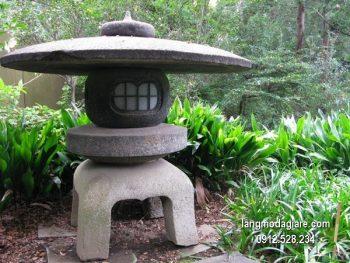 Đèn đá sân vườn đẹp thiết kế đơn giản giá hợp lý
