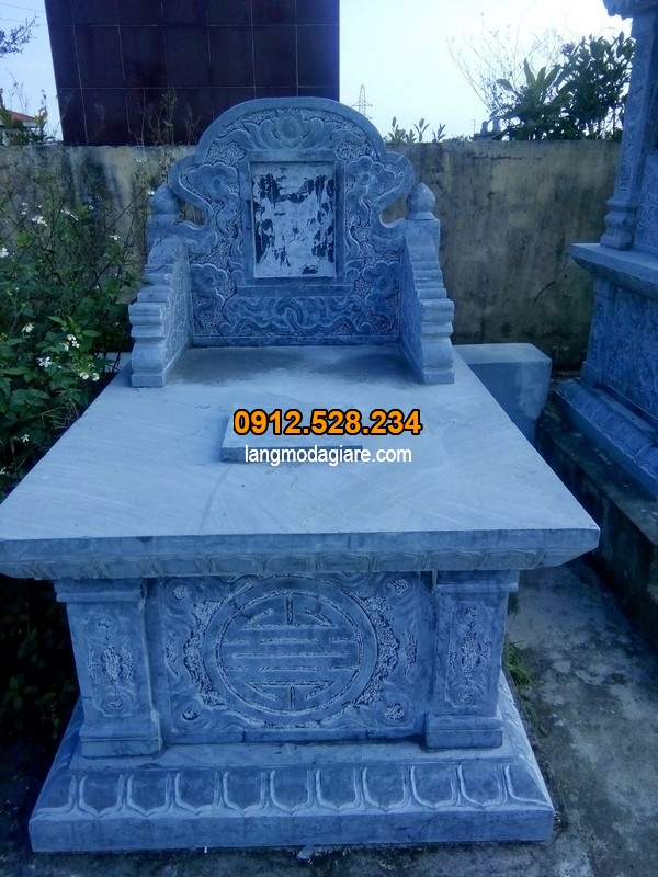 Ngôi mộ được làm từ đá xanh cao cấp
