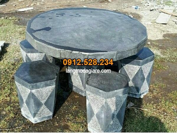 Bộ bàn ghế làm từ đá xanh tại Ninh Vân