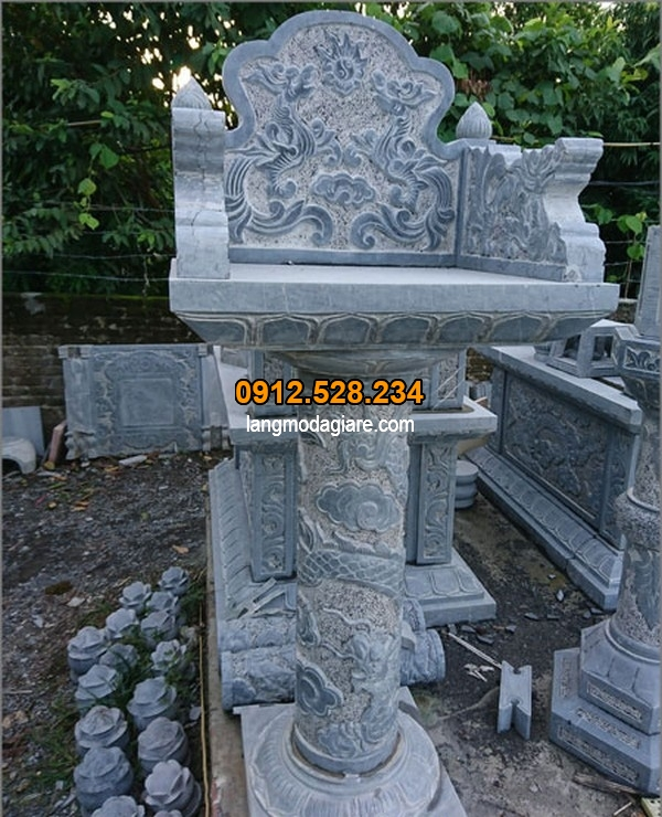 Mẫu bàn thiên đá được chạm khắc tỉ mỉ tinh xảo