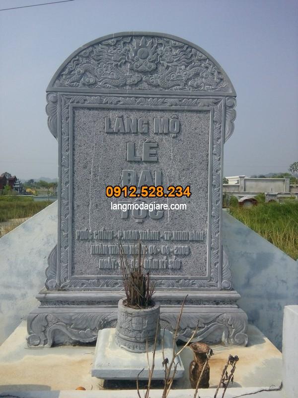 Mẫu bia mộ được chạm khắc họa tiết tinh xảo