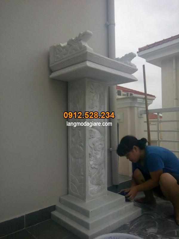 Bàn thờ thiên được làm từ đá trắng