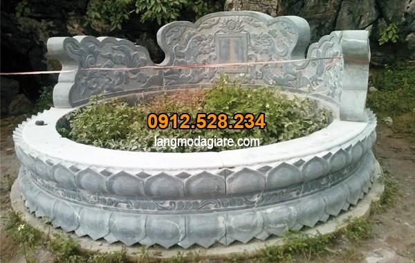 Mộ tròn chạm khắc sen độc đáo