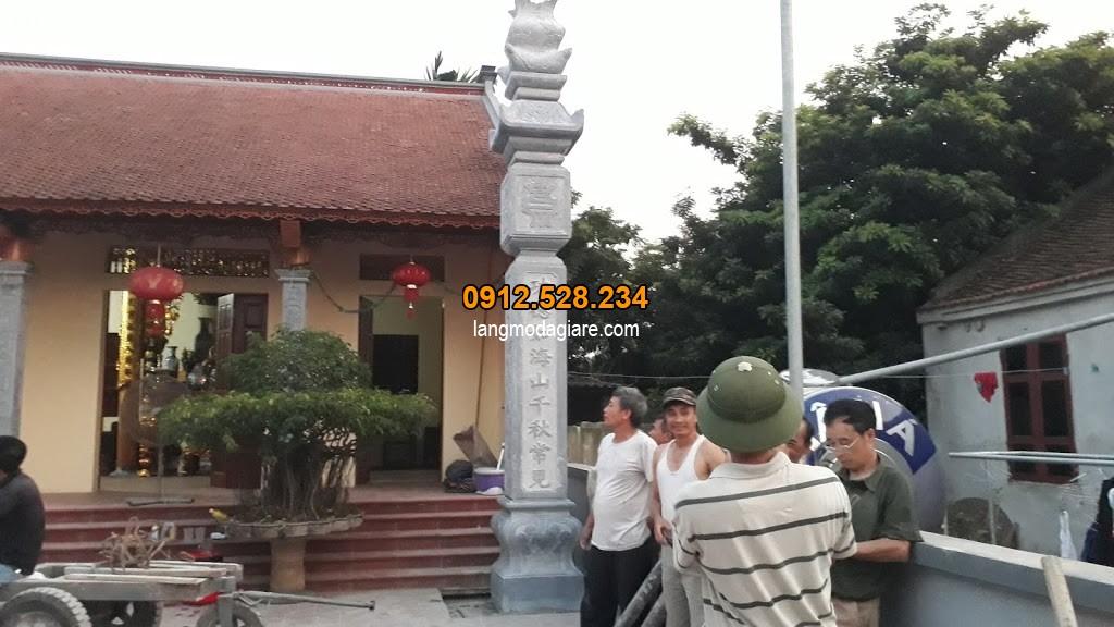 Lắp đặt hoàn thiện một chiếc cột đá nhà thờ họ