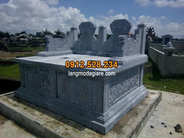Mẫu mộ đá đôi được làm từ đá xanh nguyên khối