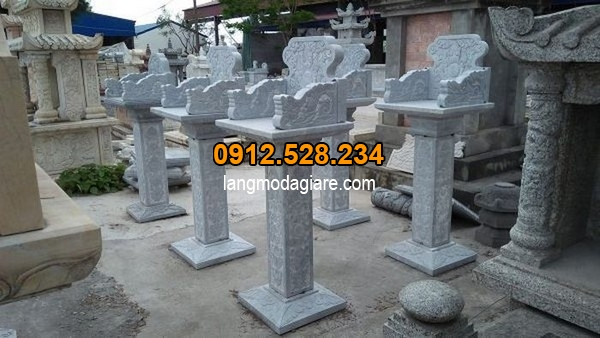 Những bàn thờ thiên được làm từ đá nguyên khối