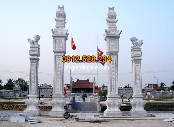 Cổng tứ trụ làm cổng chính tại ngôi chùa