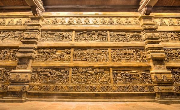 Phù điêu trong chùa Tam Chúc