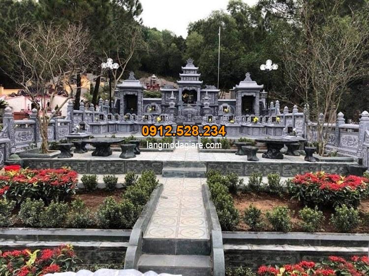 Thiết kế khu lăng mộ được làm bằng đá xanh tự nhiên