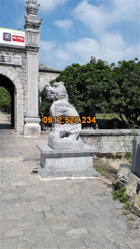 Cách đặt Tượng con nghê đá trước cổng làng , cổng chùa