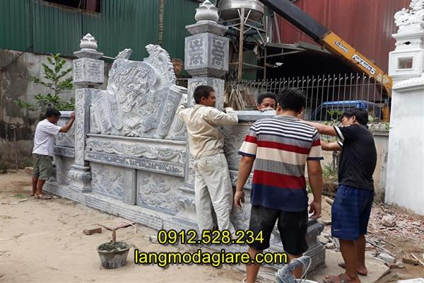 Lắp đặt cuốn thư đá nhà thờ họ tại Hà Nội