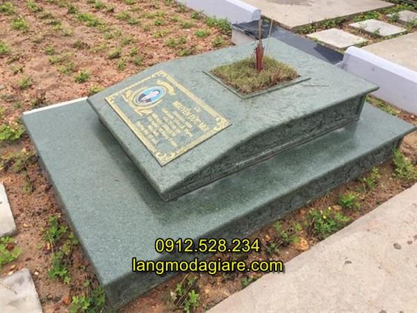 Mẫu mộ đá hiện đại bằng đá xanh rêu