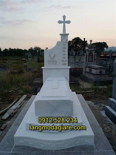 Mẫu mộ đá hiện đại kiểu công giáo