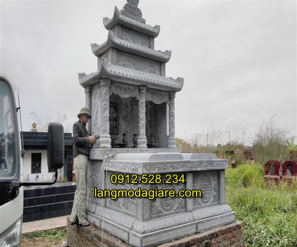 Mẫu mộ đôi bằng đá có mái che