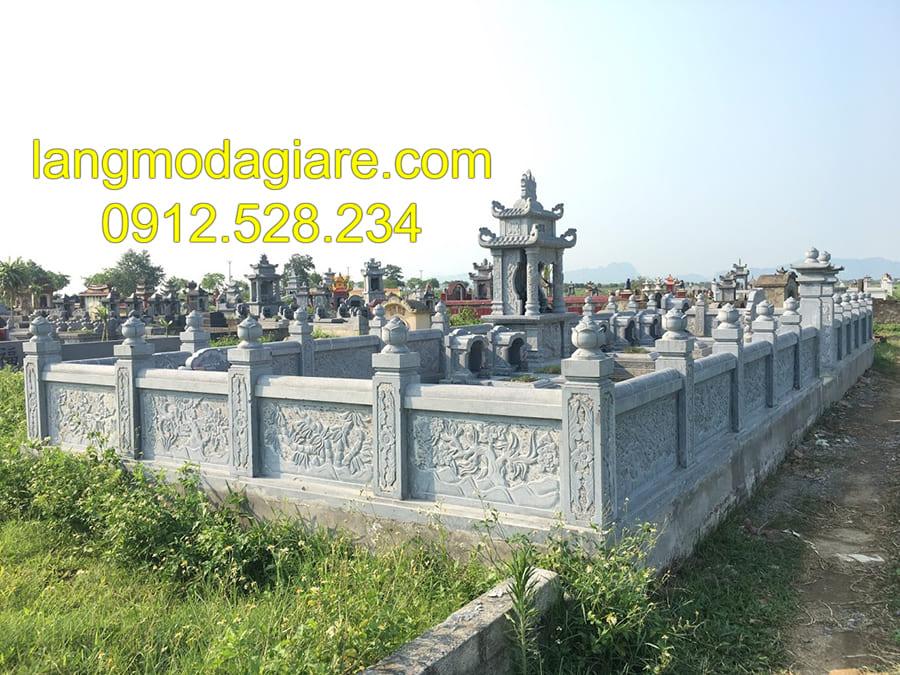 Khu lăng mộ gia tộc làm bằng đá xanh nguyên khối