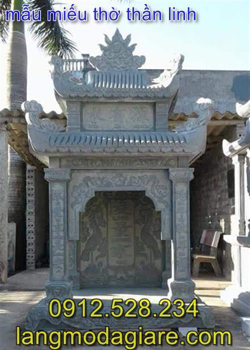 Mẫu miếu thờ thần linh bằng đá xanh nguyên khối