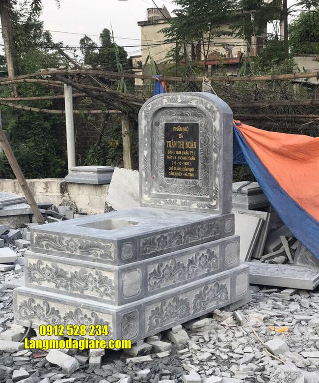 mộ đơn giản bằng đá