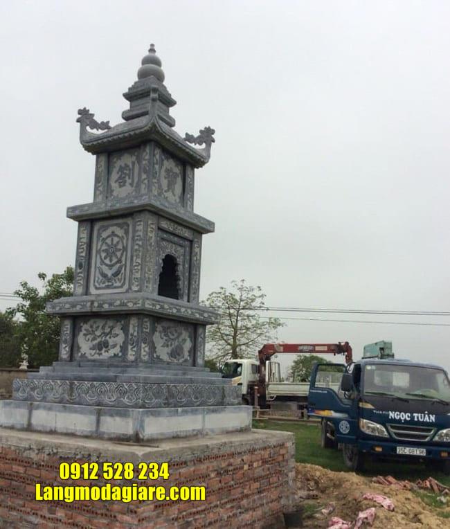 Mộ hình tháp phật giáo bằng đá tại Gia Lai