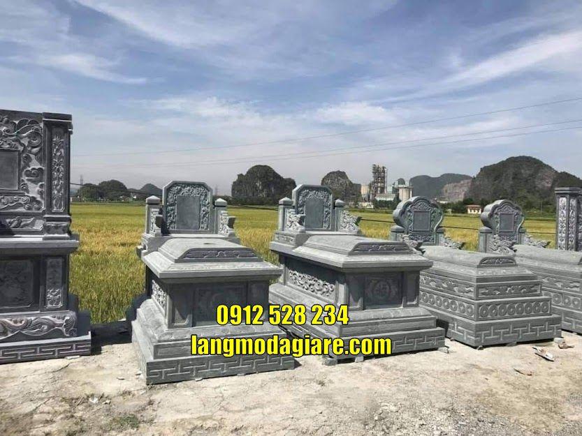 Mộ đá đơn giản thờ hũ cốt tại Kiên Giang